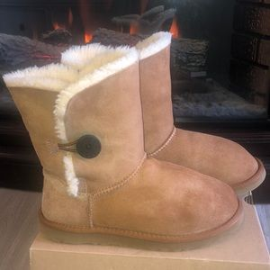Chestnut Bailey Button UGGS